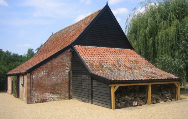 Large detached cartlodge with wood store