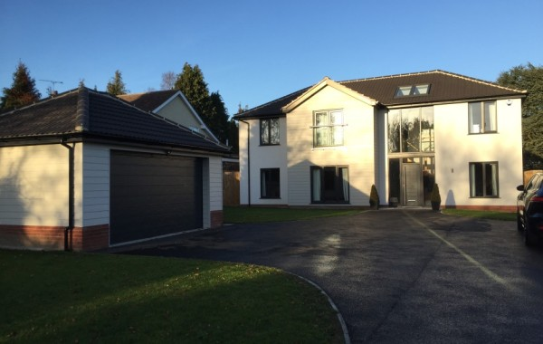 5 bedroom detached dwelling